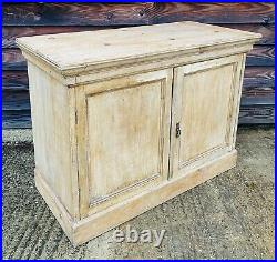 LOVELY ANTIQUE 19th CENTURY FRENCH COUNTRY PINE SIDEBOARD CUPBOARD, C1900