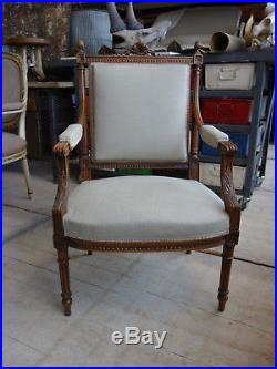 Quality French Louis style upholstered armchair. Lovely vintage condition